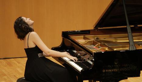 Dina Ivànova, que l'any passat va guanyar el segon premi del concurs, va inaugurar ahir l'edició 2017.