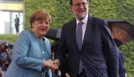 Mariano Rajoy i la cancellera alemanya, Angela Merkel, a l'arribar a la reunió d'ahir.