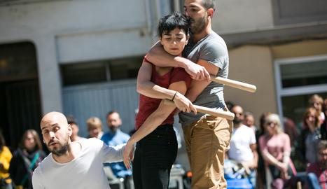 Actuació d'EgurRa, guanyadors del premi Delfí Colomer de creació sobre la dansa d'arrel.
