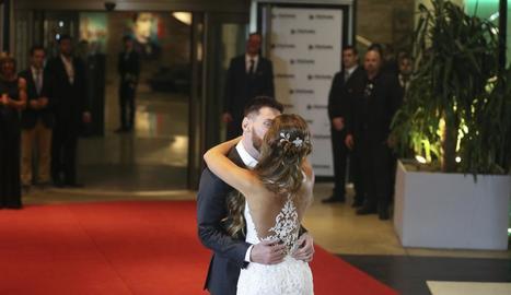 La parella de nuvis va posar a la catifa roja, com en una gala a l'estil de Hollywood.
