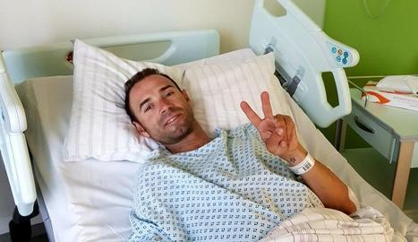 Alejandro Valverde, a l'Hospital Universitari de Düsseldorf, on va ser intervingut.