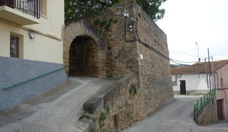 L'arcada del segle XVI que servia d'entrada al poble.