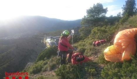 Imatge del moment del rescat a la serra de Pessonada.