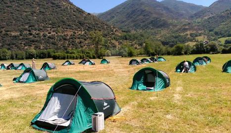 Les tendes de campanya on han dormit els participants en l'acte de 'consagració' del nou Doctor Music.