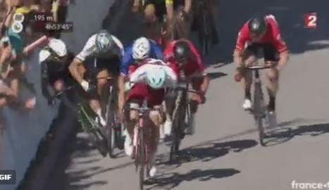 VÍDEO. Sagan treu el colze i fa caure Cavendish a l''esprint'