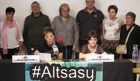 Familiars dels presumptes agressors detinguts.