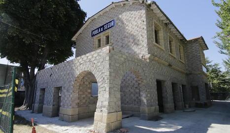 L'estació de tren de la Pobla de Segur, en obres, serà un punt d'informació turística.