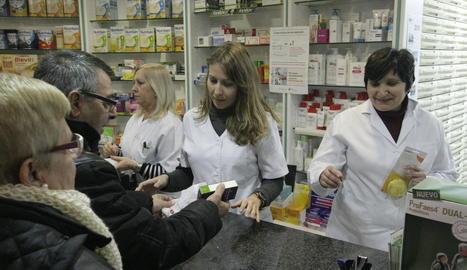 Imatge d'arxiu d'una farmàcia de Lleida.
