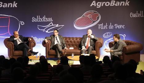 Carlos Cabanas, la guanyadora del premi càtedra Agrobank, Juan Antonio Alcaraz i Antonio Ramos.