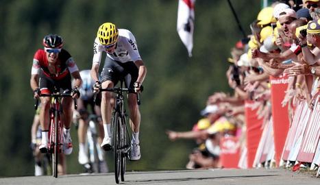 Chris Froome i l'australià Richie Porte arriben a meta en la cinquena etapa del Tour de França.