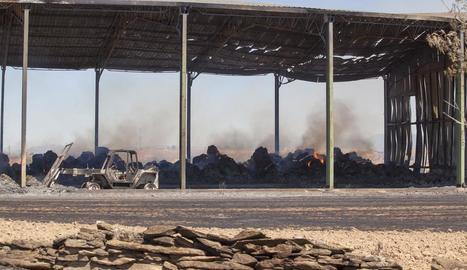 Calcinats 700.000 quilos de palla i farratge en el foc dels Plans de Sió
