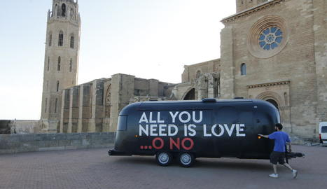 La caravana d''All you need is love... o no', a Lleida