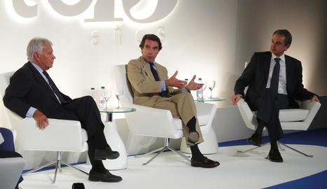 Els tres expresidents del Govern central, ahir, en un acte en el qual van mostrar el seu rebuig al referèndum de Catalunya.