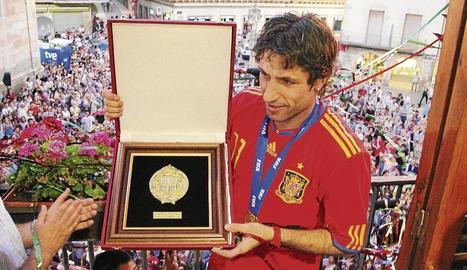 Joan Capdevila es disposa a xutar una falta durant el partit de dimarts amb el FC Santa Coloma.