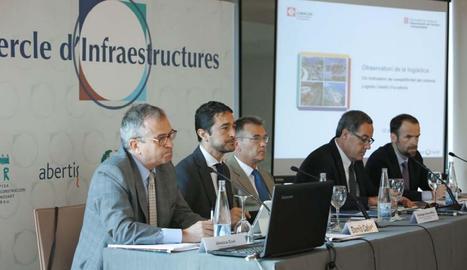 El president de CIMALSA i director de l'Institut Català del Sòl, Damià Calvet, segon per l'esquerra, presentant els Indicadors de Competitivitat de l'Observatori de la Logística 2015.