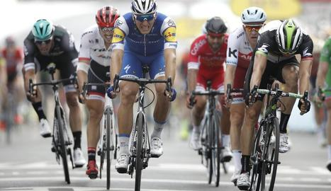 La victòria de Kittel es va haver de confirmar a la 'photo-finish'.