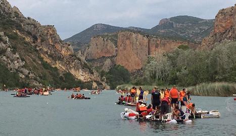 Arriben les primeres barques de la Transsegre a Sant Llorenç