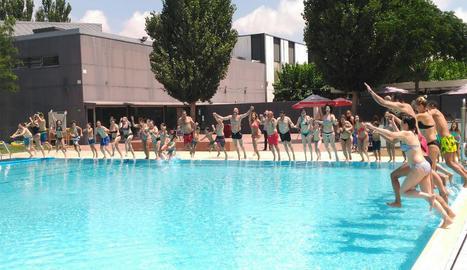 Joves de Down Lleida van actuar com a voluntaris i van oferir una coreografia a l'acte central del 'Mulla't' a Lleida.