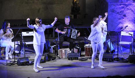 El Dansàneu va culminar ahir amb la primera Trobada de Gegants Pirinencs als carrers d'Esterri d'Àneu.