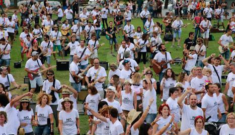 El No Surrender Festival, el certamen de tribut a Bruce Springsteen que es va celebrar divendres i dissabte a Vilanova de Bellpuig, va reunir més de 4.000 persones. El punt àlgid va ser dissabte a la tarda, quan 1.004 músics (entre cantants, guitarristes, baixistes i bateries) van interpretar de forma conjunta i van gravar un videoclip amb la cançó No surrender del Boss.