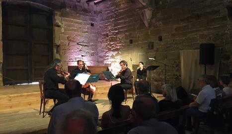 Un moment del concert i del recital poètic protagonitzat per Arcattia i Ariadna Ventura.