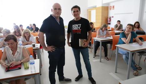 Ramon Rubinat, coordinador del curs, i l'escriptor Martí Gironell.