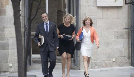 La conselleres Neus Munté i Meritxell Borràs, i el secretari del Govern, Joan Vidal, ahir.