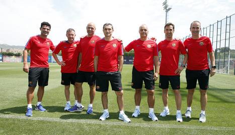 Valverde es va fer ahir una fotografia amb l'staff tècnic, entre ells el lleidatà Edu Pons (dreta).