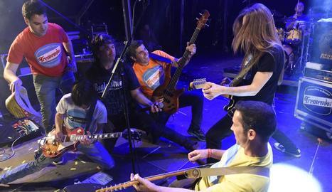 La banda lleidatana de versions Tremendos en concert.