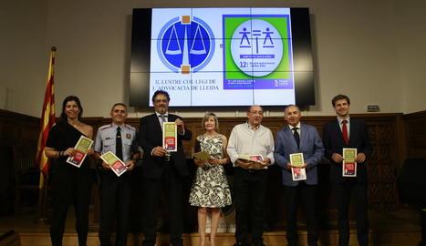 Els ponents a l'IEI amb els advocats distingits ahir.