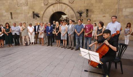 Cristina Cifuentes i Manuela Carmena, entre d'altres, en l'homenatge ahir a Miguel Ángel Blanco.