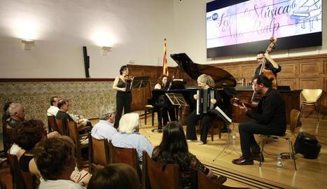 Un moment del concert del Quintet Mar del Plata que va tenir lloc ahir a l'Aula Magna de l'IEI.