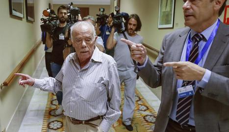 Rosendo Naseiro abans d'intervenir davant de la comissió.