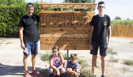Els impulsors, a les portes del laberint, que ocupa unes tres hectàrees de terreny.