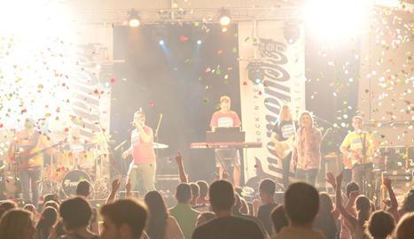 Un moment del concert de Tremendos a Vilanova de Segrià.