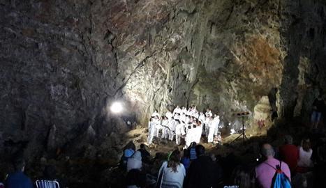 Imatge del concert celebrat dissabte a la nit a la Cova Negra del Montsec.