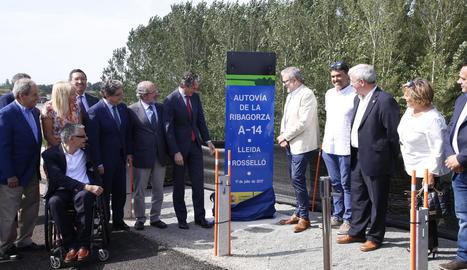 Els primers cotxes que van circular ahir per l'A-14 des de Lleida fins a Almenar, anomenada també autovia de la Ribagorça.