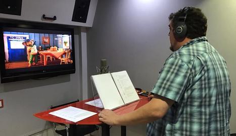 Ferran Aixalà, de Pastorets Rock, en un moment del doblatge del film 'El bosc de Haquivaqui'.