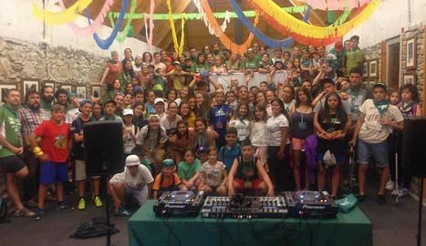 Els participants a les colònies de Salardú van disfrutar dilluns d'un taller amb el DJ Uner, una de les novetats d'aquest any, en la divuitena edició.