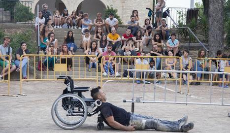 Un moment de l'assaig davant del públic de l'obra 'Límits', de Ferran Orobitg, ahir a Tàrrega.