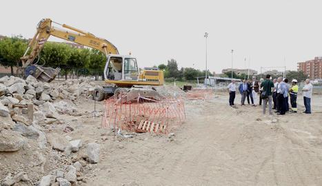 L'alcalde va visitar ahir les obres del bosc urbà de Balàfia.