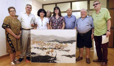 El jurat, ahir al Cercle de Belles Arts amb la pintura guanyadora, de l'artista José Manuel Albarrán.