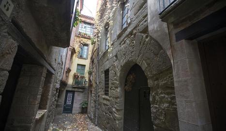 La casa de la família Cardona al nucli històric de Torà.