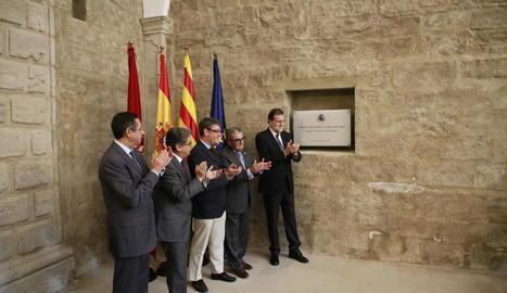 Rajoy va descobrir una placa per inaugurar el parador del Roser, situat al carrer Cavallers de Lleida.