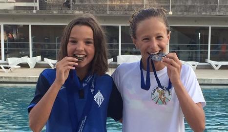 Emma Carrasco i Carla Carbonell, ahir amb les medalles.