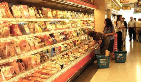 El consum en carns baixa, però puja en productes precuinats, segons l'informe presentat ahir.