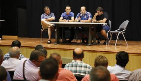 Un moment de la reunió feta ahir a Alcarràs.