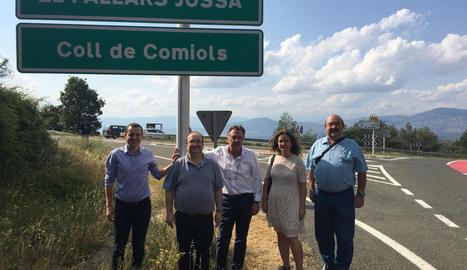 Iceta i dirigents del PSC de Lleida, ahir a Comiols.