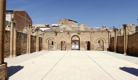 Vilamòs destaca per l'església romànica del segle XII i per les vistes panoràmiques que ofereix el terme municipal.