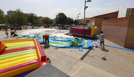 Vista dels inflables ahir a la plaça del Mercat de la Bordeta.